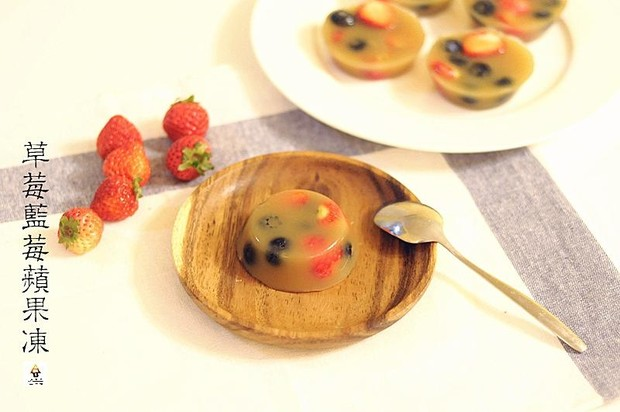 草莓蓝莓苹果冻(Fruit Jelly with Strawberry and Blueberry)的做法